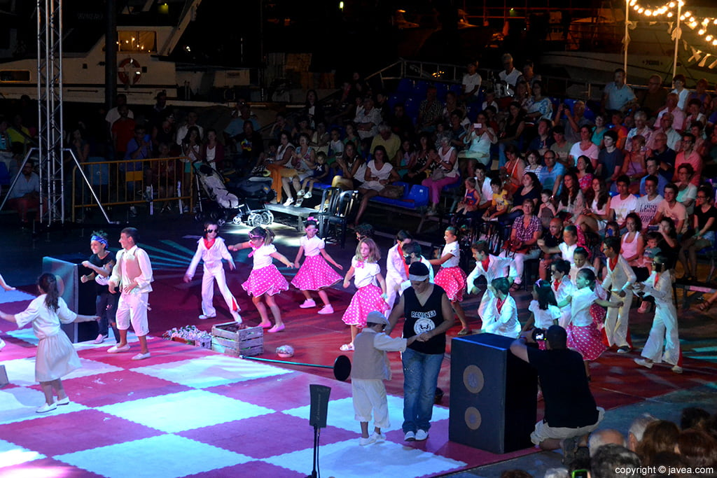Alumnos del Trenc d'Alba también participaron en el Ajedrez Viviente con unas coreografías