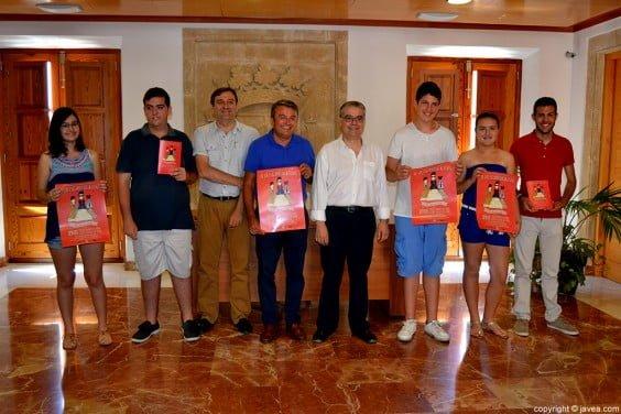 Antonio Miragall y José Chulvi con los organizadores y algunos participantes del Ajedrez Viviente