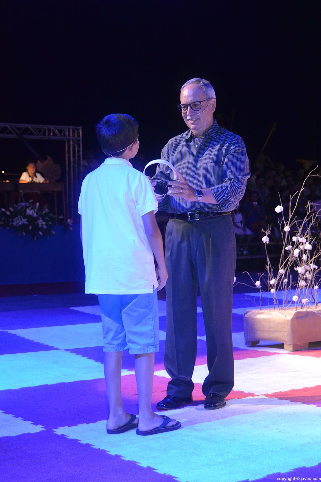 El narrador Vicent Ferrer al principio de la representación