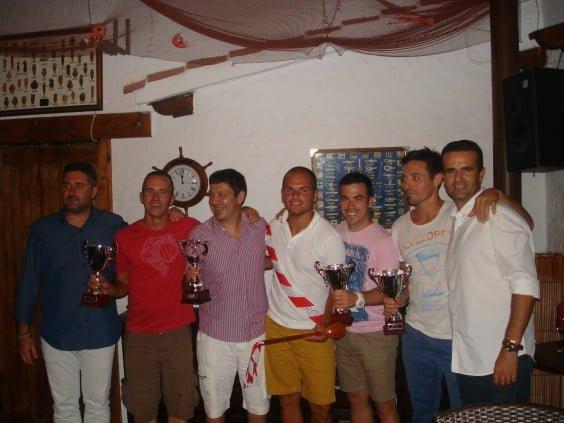 Juan Luis Cardona junto a los galardonados de la liga de Squash