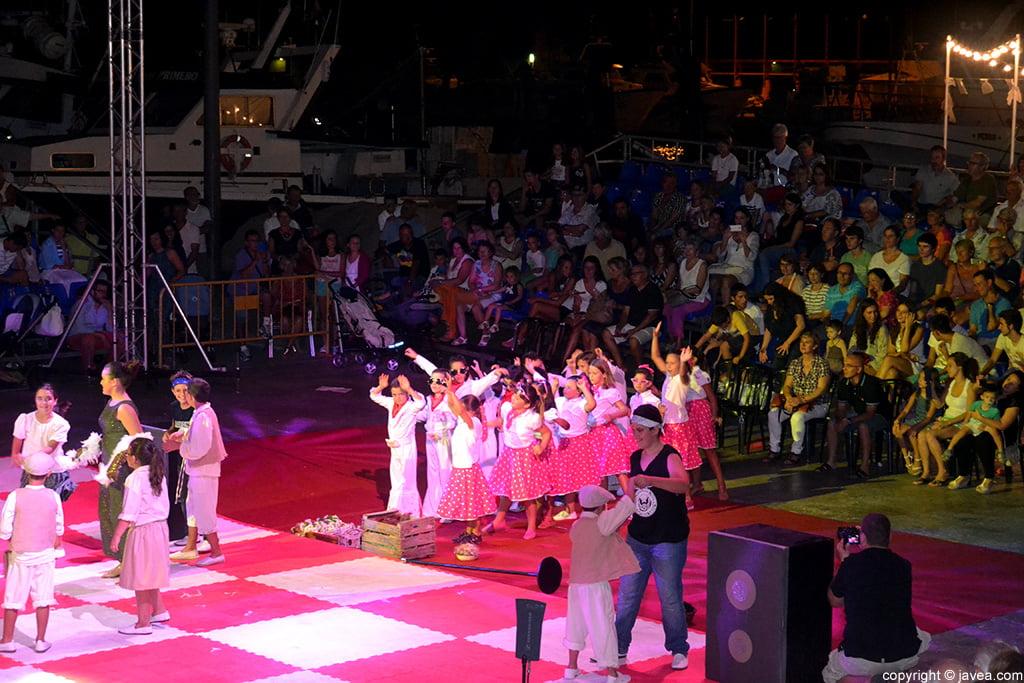 Los alumnos del Trenc d'Alba también participaron en la representación