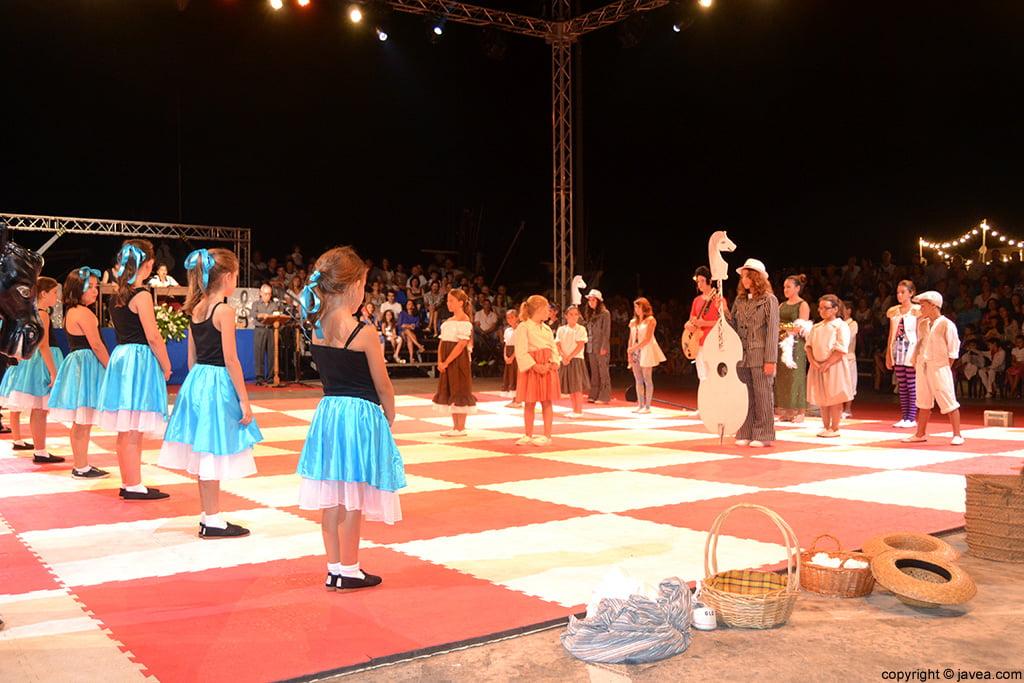 Tablero de la representación teatral del ajedrez viviente