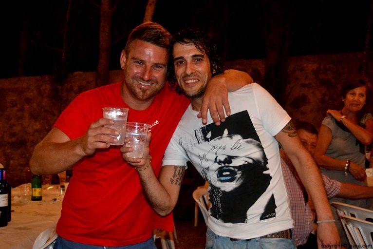 Amigos en las fiestas de La Plana