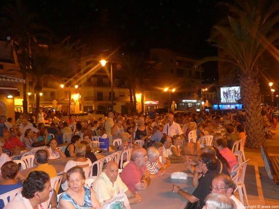 Cena de hermandad de las fiestas Mare de Déu de Loreto en el Paseo Marítimo