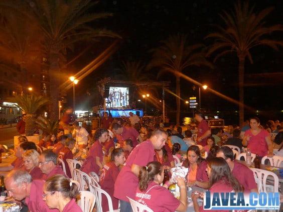 Cena de hermandad en el Paseo Marítimo durante las fiestas de Aduanas de 2013