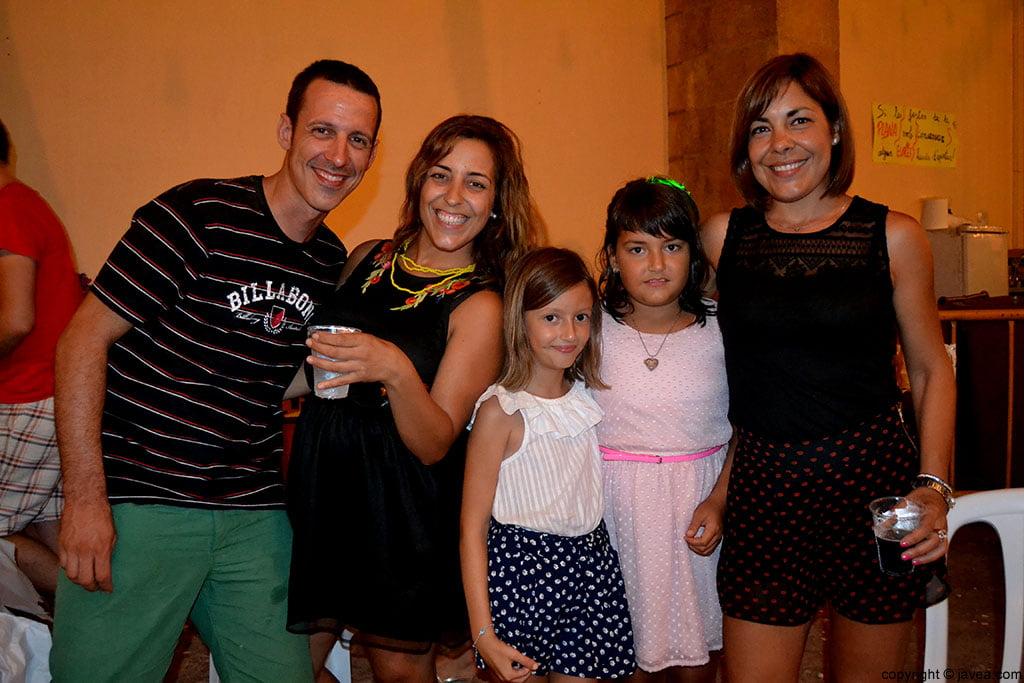 Grupo de amigos en las fiestas de La Plana de Xàbia