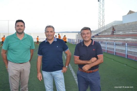 El alcalde José Chulvi junto a Juan Luis Cardona y Miguel Bas