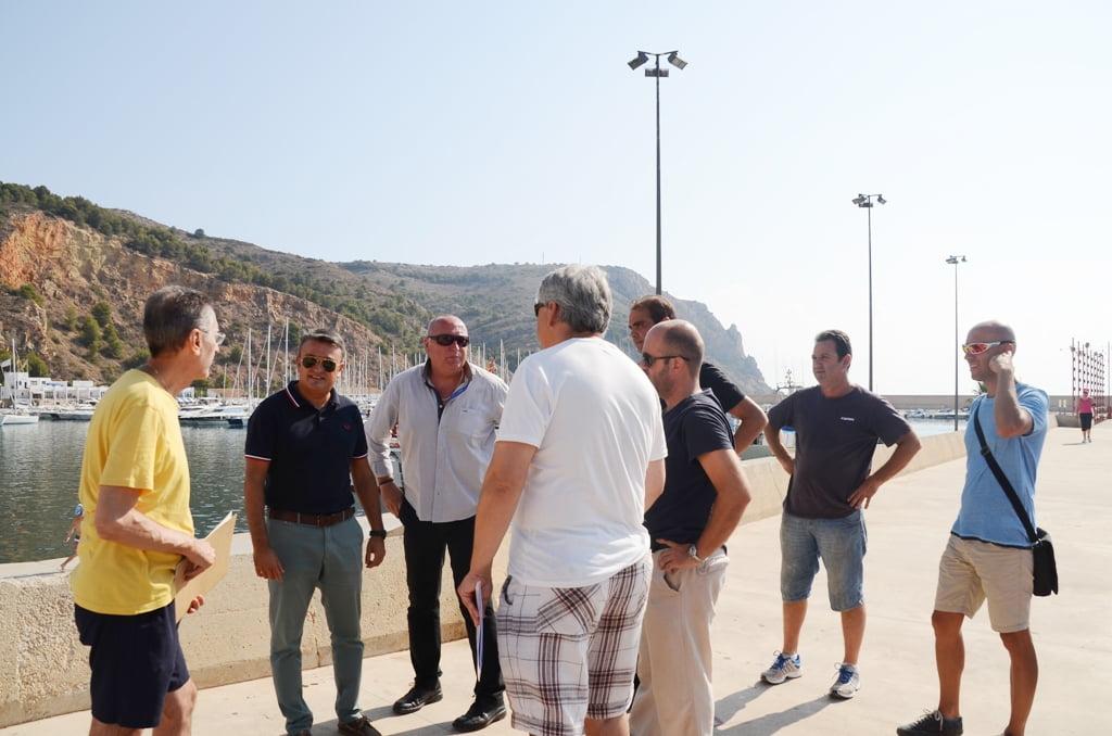 Reunión de autoridades para debatir las posibles soluciones a la negativa de la Consellería de realizar el castillo de fuegos artificiales