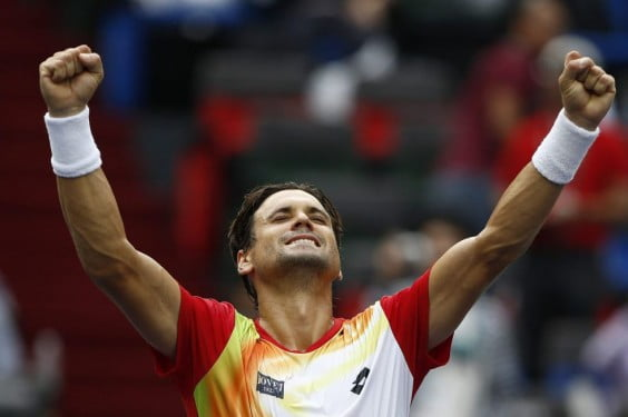 David Ferrer levanta sus brazos al ganar a Murray
