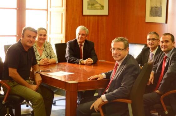 Los responsables de la Fundación La Caixa realizan su dontivo