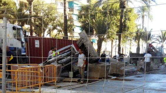 Máquina accidentada en las Obras de la avenida Jaime I