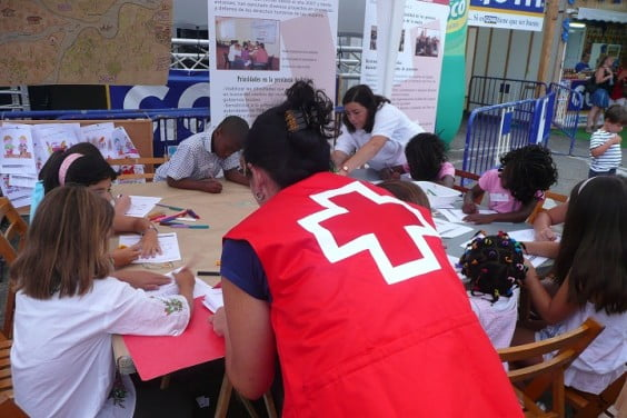 Taller con niños de Cruz Roja