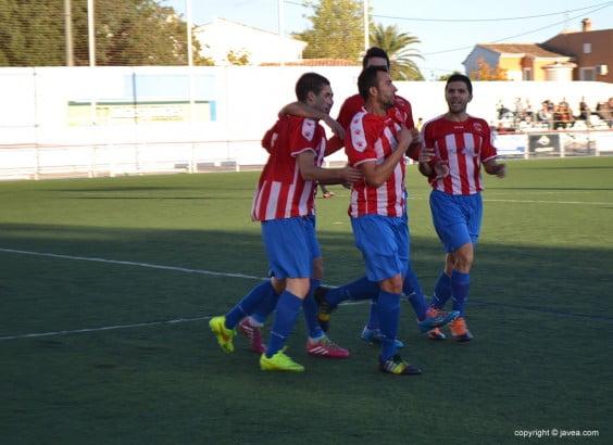 Los jugadores javienses celebrando un gol