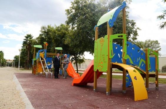 Nueva zona de juegos infantiles instalada por Servicios Sociales