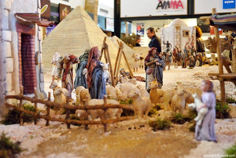 Rebaños de ovejas que se dirigen al Riu Rau donde se encuentra Jesús
