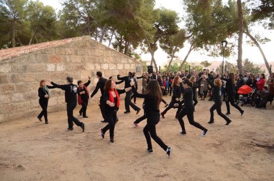 El Grup de Danses del Portitxol va ballar davant del riurau