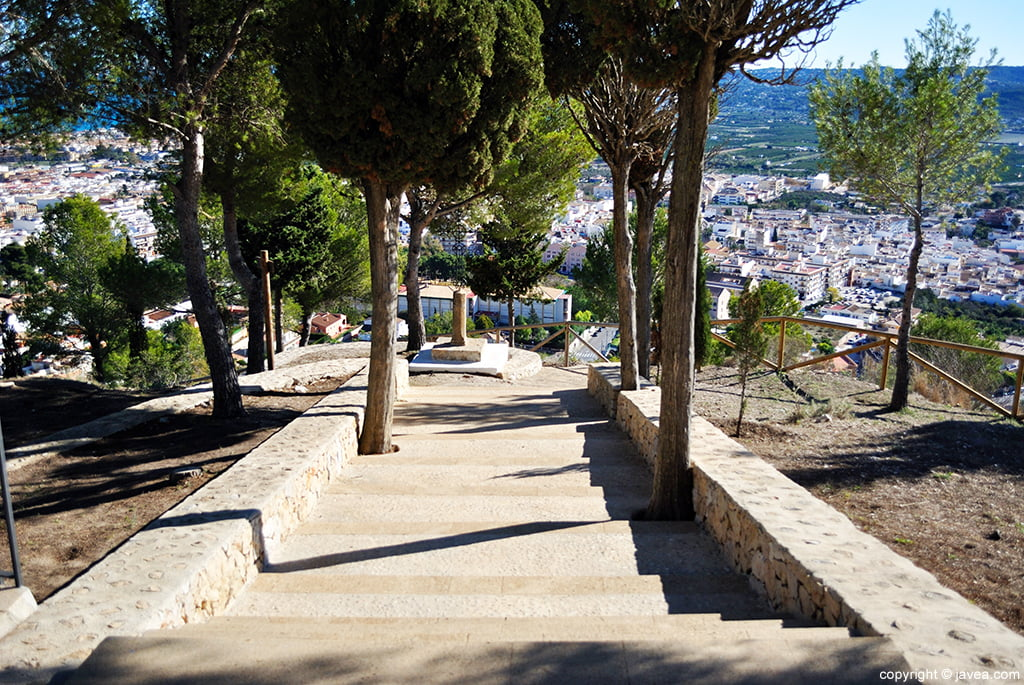 Escalinata de acceso a la ermita