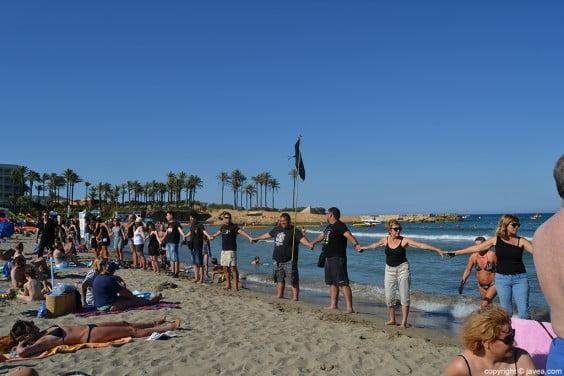 Protesta-contra-las-prospecciones-petrolíferas-en-la-playa-del-arenal-de-Jávea