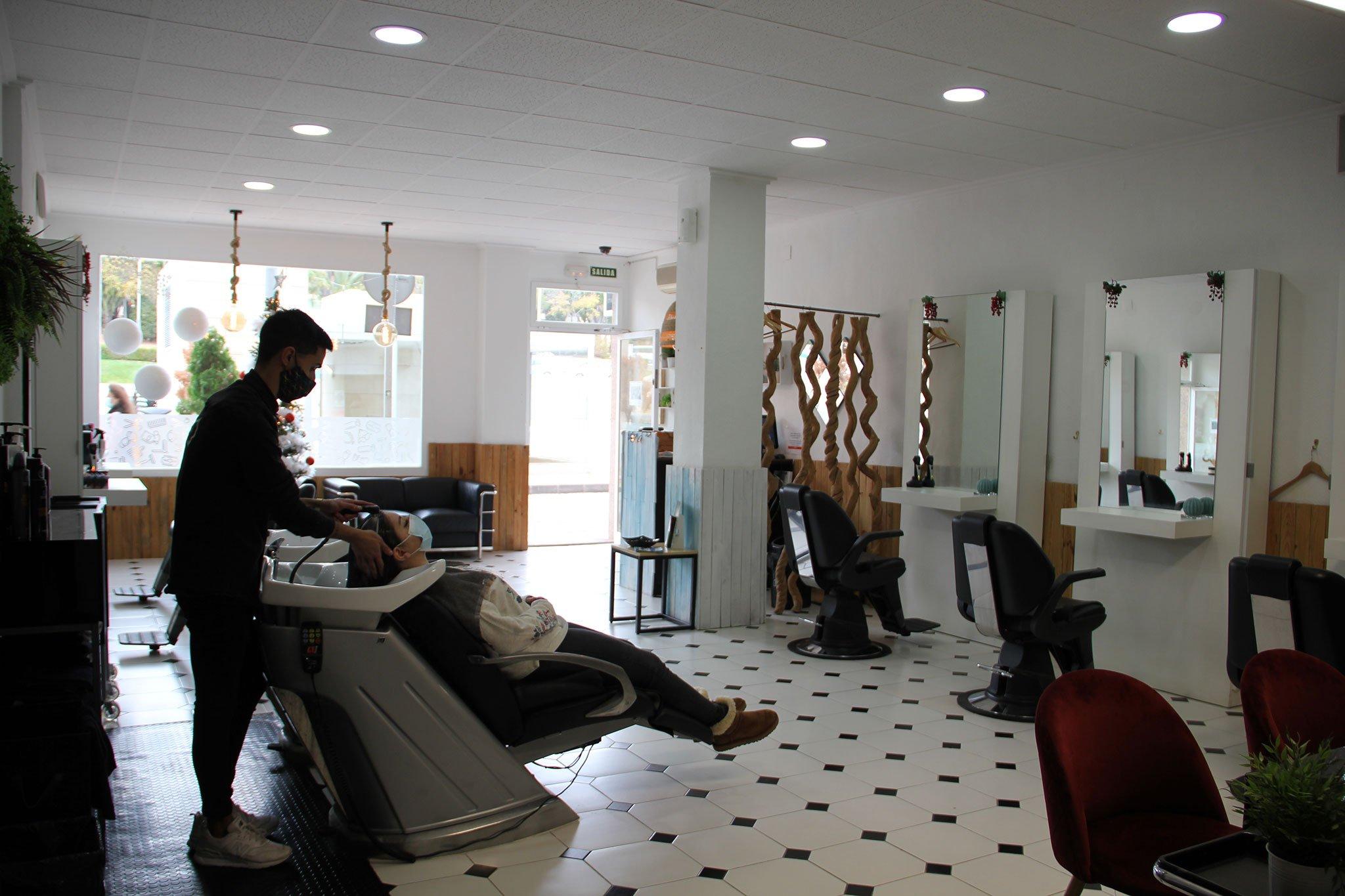 Peluquería moderna y fresca en Jávea – Charlie & O