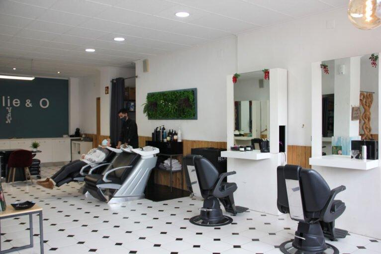 Vista general de una peluquería en Jávea - Charlie & O