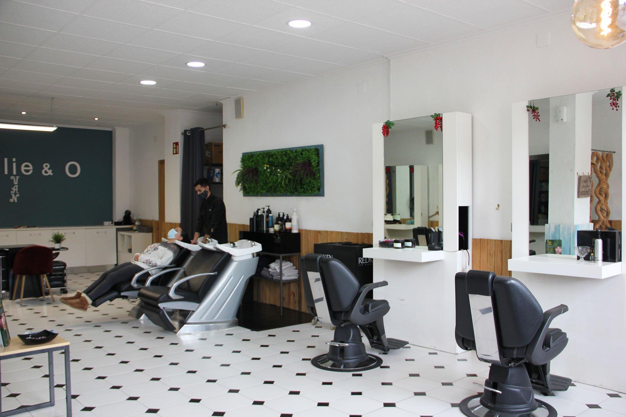 Vista general de una peluquería en Jávea – Charlie & O