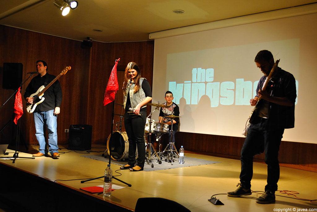 The Kingsbee actuó en la Casa de la Cultura