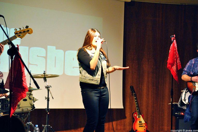 Cristina Starodub demostró su talento como vocalista del grupo