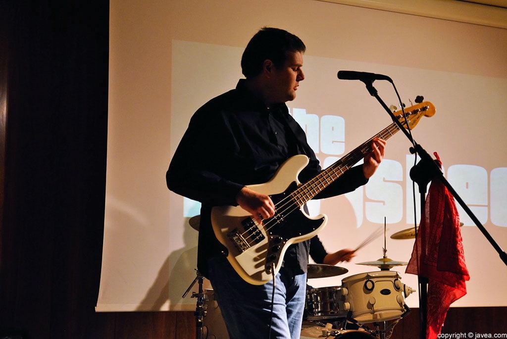 Jonathan Contreras, bajista de The Kingsbee