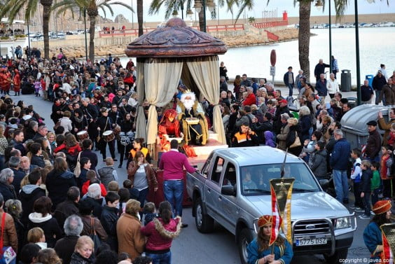 El Rey Melchor a su paso por las calles de Jávea