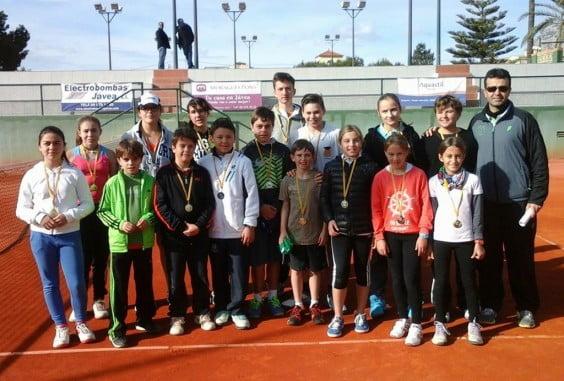 Grupo de tenistas que jugaron la liga comarcal