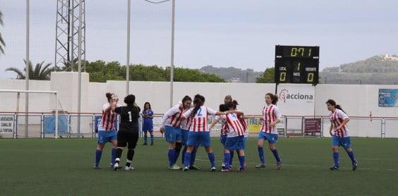 Las javienses celebrando un gol