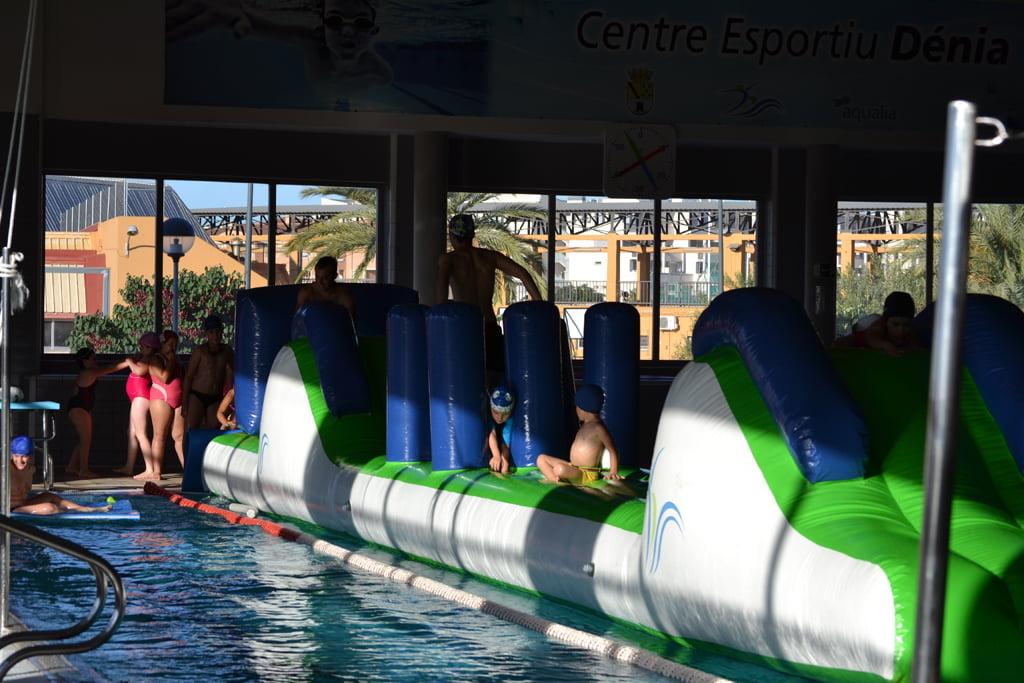 Piscina del Centro Deportivo Dénia durante unas actividades infantiles