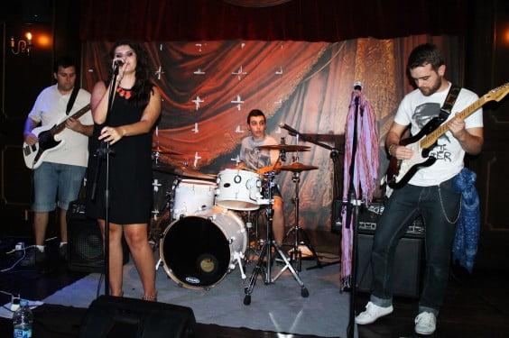 The Kingsbee en concierto