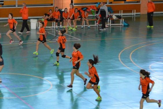 El Club Handbol Xàbia infantil durante un partido