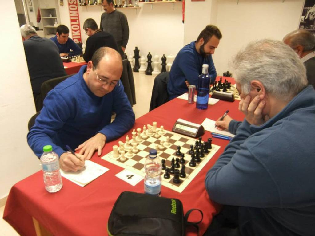 Manolo González durante una partida