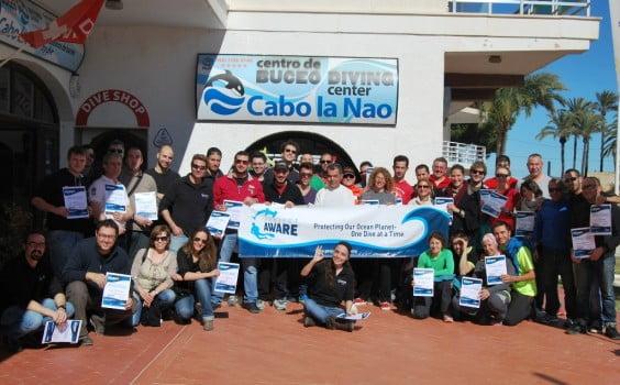 Participantes en la limpieza de fondos