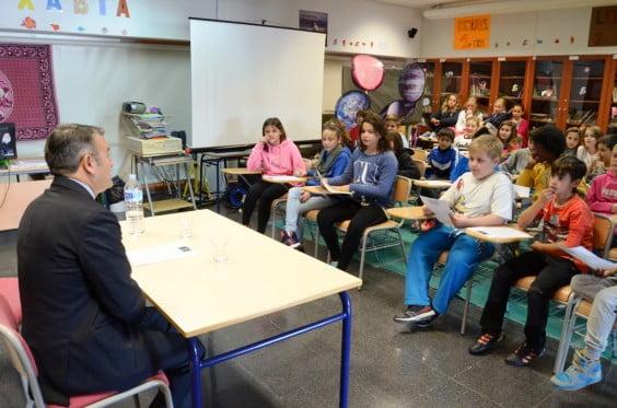 Chulvi respondiendo a los alumnos