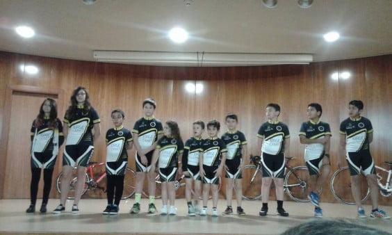 Componentes de la escuela del Club Ciclismo Jávea