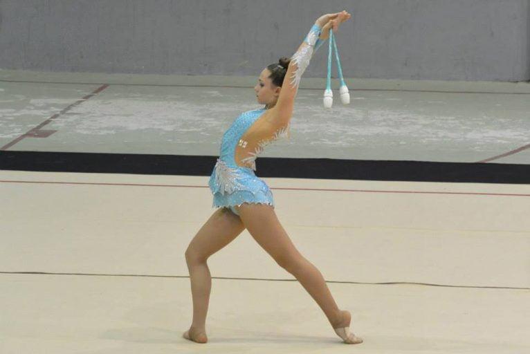 Una de las gimnastas del Club Deportivo Montgó Xàbia