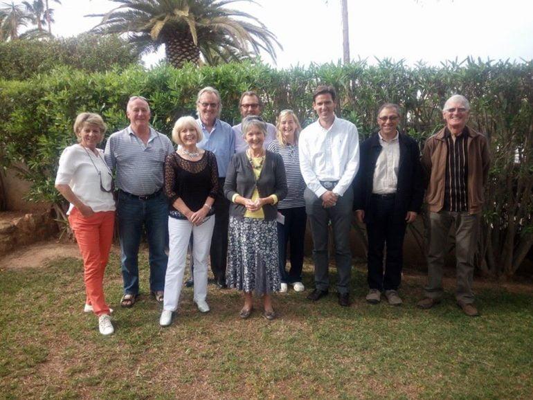 Óscar Antón con los vecinos de la Urb. La Mandarina