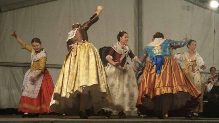 Actuación del Grup de Danses El Portixol de Xàbia