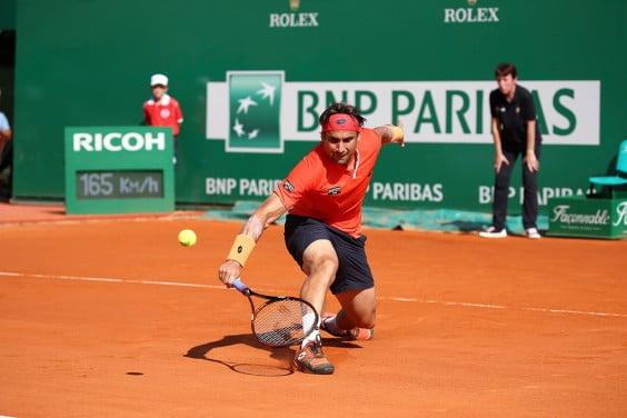 David Ferrer golpeando de revés en Montecarlo