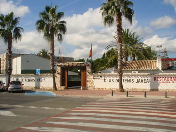 Entrada principal del Club Tenis Jávea
