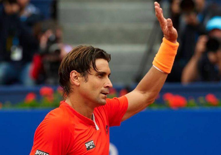 Ferrer saludando tras un triunfo