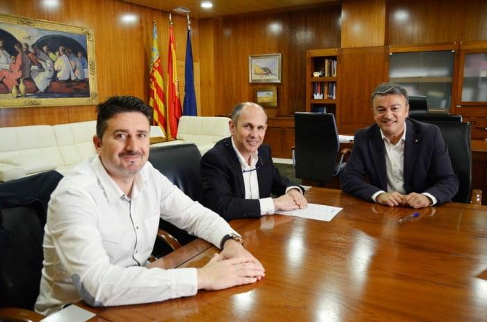 Firma del convenio con el Club Náutico Jávea