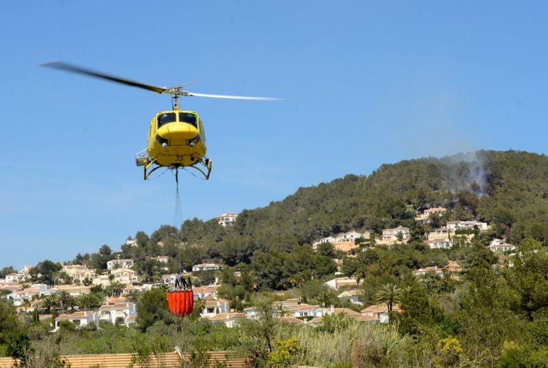Helicóptero en el incendio de Rafalet