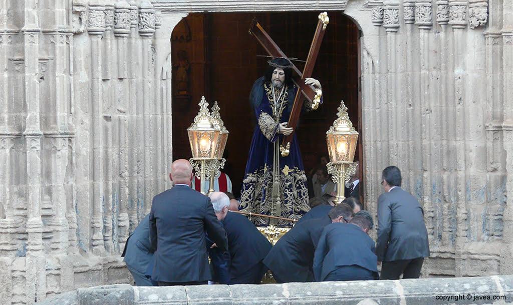 Jesús Nazareno saliendo de la Iglesia de San Bartolomé