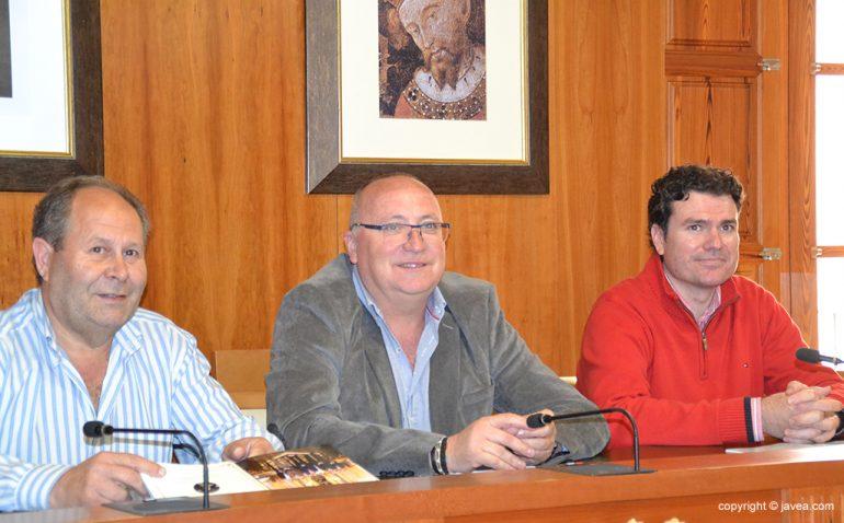 Juan Ortolá junto a Vicente Tur y Vicente Bas