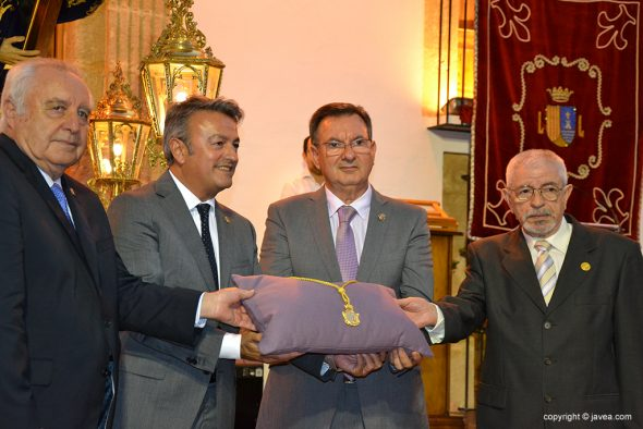 Imagen: Cuatro de los cinco alcaldes de Xàbia en un acto de Jesús Nazareno