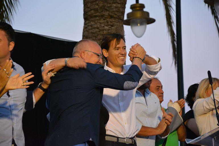 Óscar Antón y Juan Ortolá en el mitin de Duanes